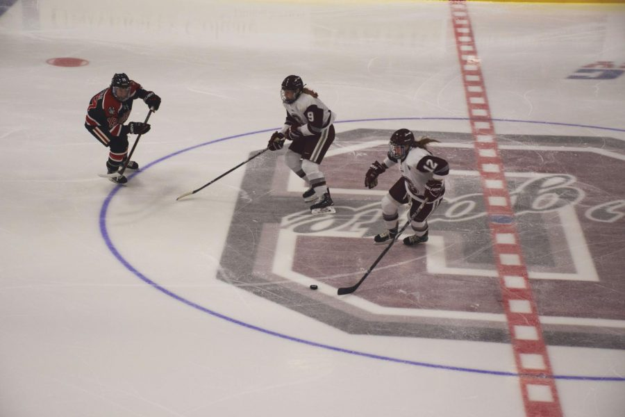 The+Colgate+women%E2%80%99s+hockey+team+starts+off+its+2017-2018+season+in+theme+with+its+exceptional%2C+winning+performances+of+years+past+as+they+sweep+this+weekend+2-0.%C2%A0