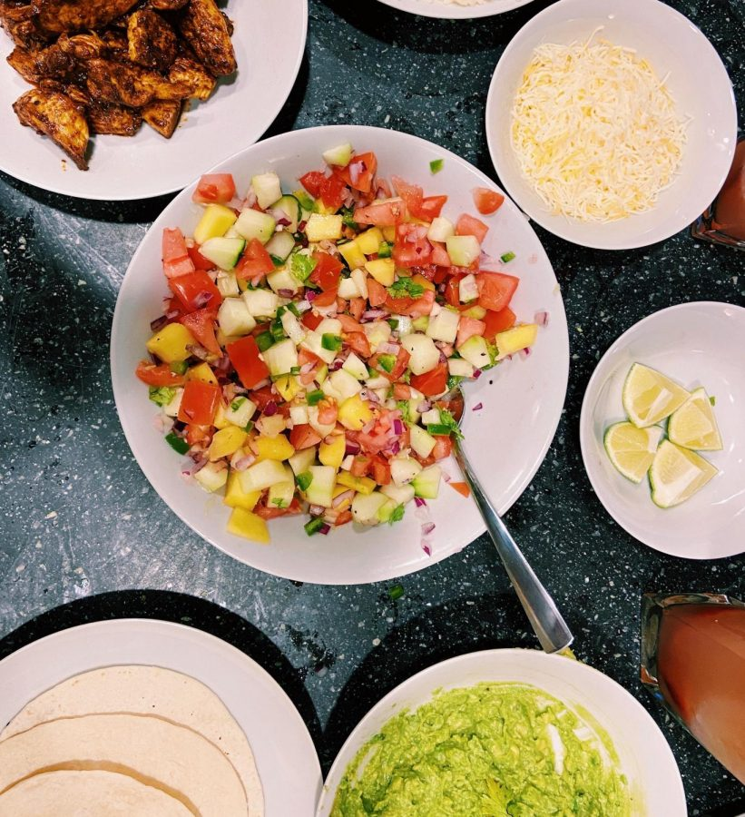 The 'Gate Plate: Family-Style Chicken Tacos with Mango Salsa, Guacamole and the Fix-Ins
