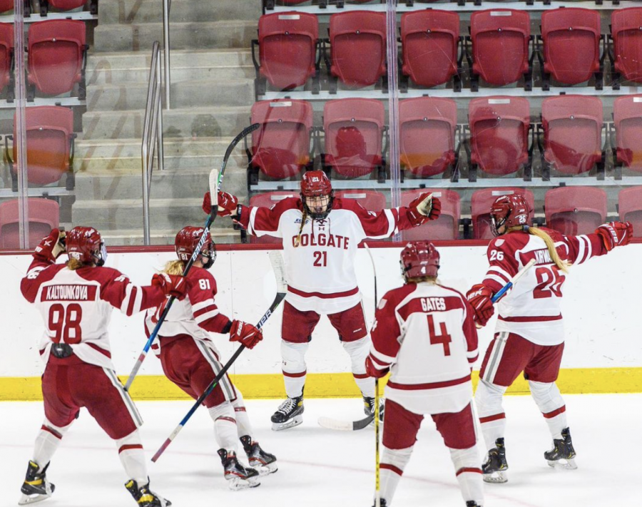 Women's Ice Hockey Ranked Fifth in the Nation