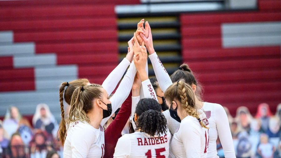 HUDDLING+UP%3A+The+Colgate+Women%E2%80%99s+Volleyball+team+comes+together+amidst+a+close+game+to+NCAA+powerhouse+UNLV%2C+a+top+team+in+the+country.